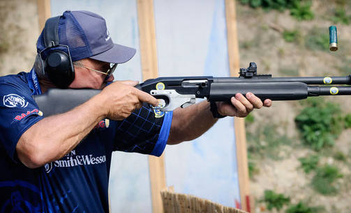 Kuvassa USA:n practical-legenda Jerry Miculek.